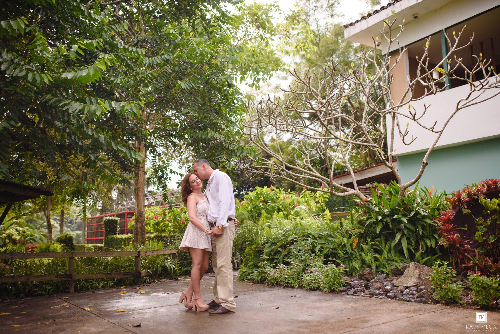 Una historia de amor en el jard n bot nico de caguas for Bodas en el jardin botanico de caguas